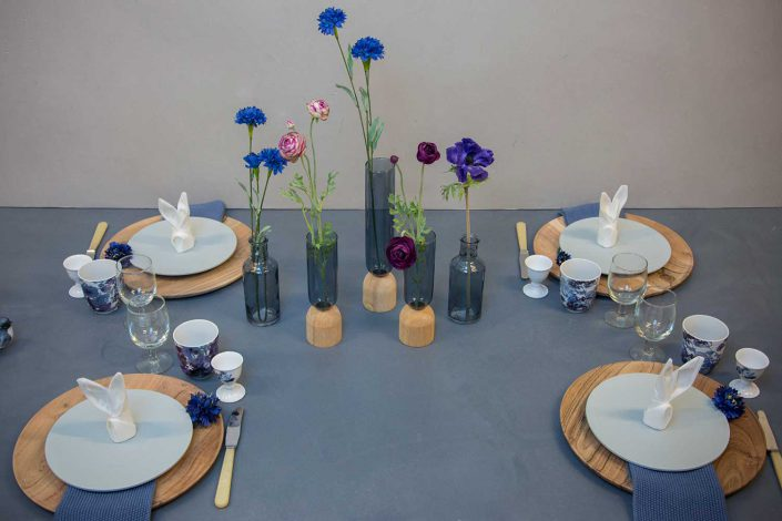 Påskebrunch med blåt påske bordpynt