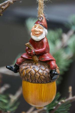 Harvesttime juletræspynt - nisse på agern