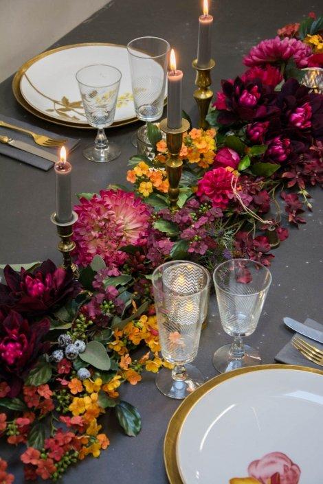 Jule bordpynt med blomster og messing
